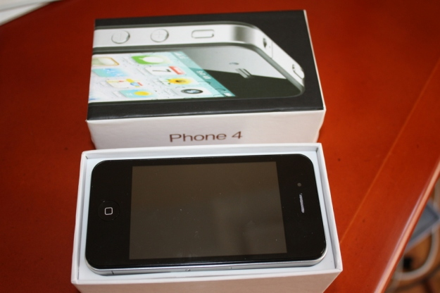 Phone 4 shape resembling to iPhone 4